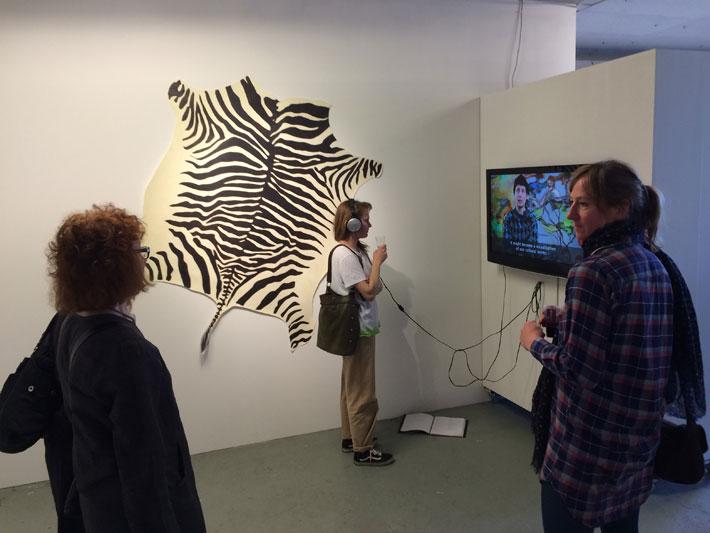 Olohuuto pop up -galleriana: berliiniläisen taiteilijayhteisön Scotty Enterprisen avajaiset 2015
